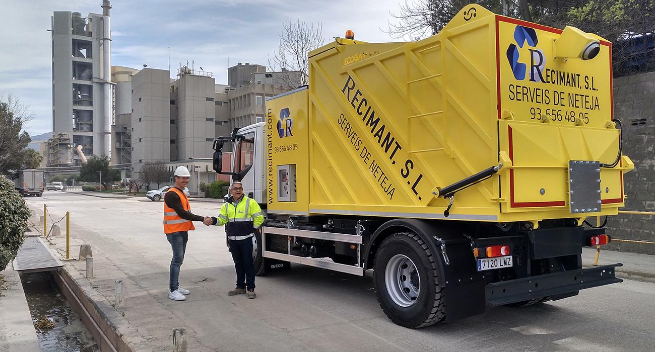 Recimant adquiere un nuevo camión aspirador de sólidos, que se une a la flota de dos camiones que ya tiene.
